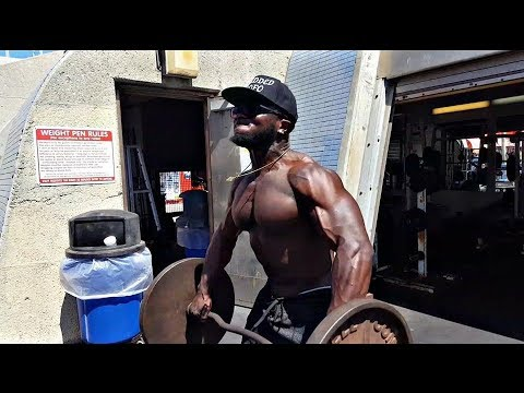 savage-workout-at-muscle-beach