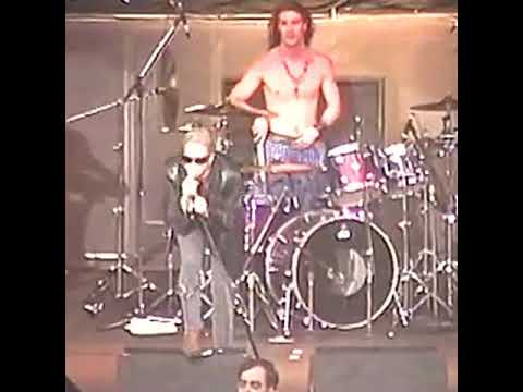 Layne Staley gets REALLY pissed @ Weedsport 1991 Alice in Chains live