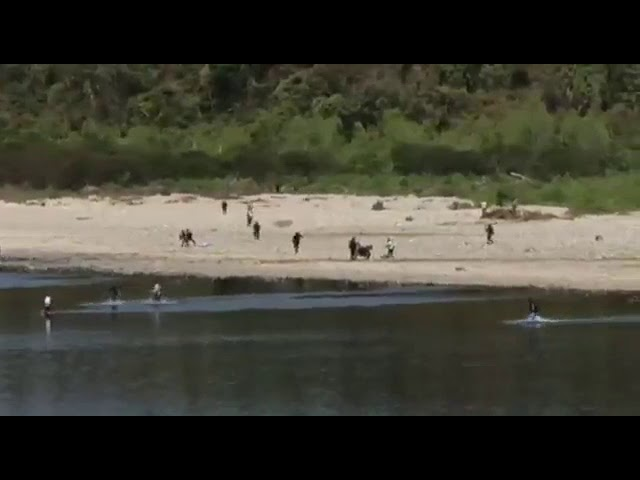 Cientos de bolivianos cruzan el Bermejo rumbo a Argentina