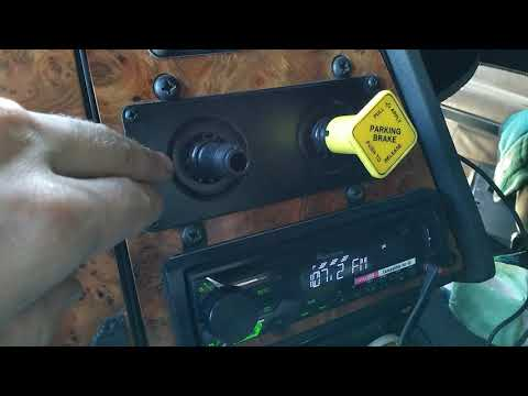 Тормозной кран установленный в кабине. Тормоз тягача жёлтый и тормоз прицепа красный. Давление масла