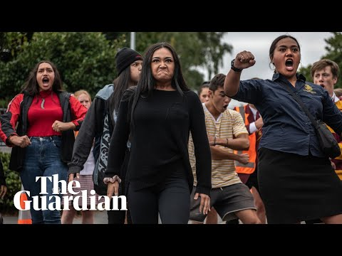 Students perform emotional haka dance in memory of Christchurch mosque victims