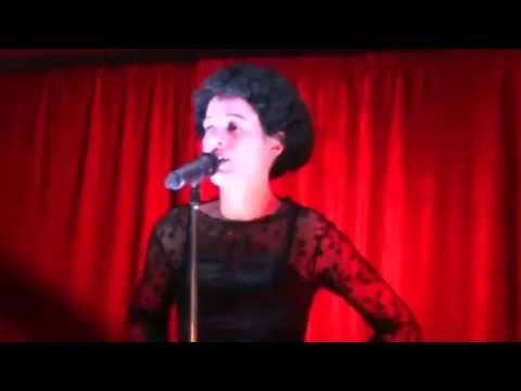 Auriane chante un Medley Piaf