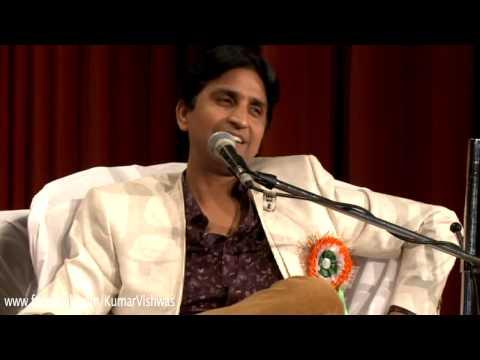 Dr Kumar Vishwas presenting Rajesh Reddy...