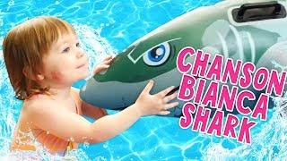 Vidéo pour enfants. Show Bonjour Bianca. Chante en français : Baby shark song