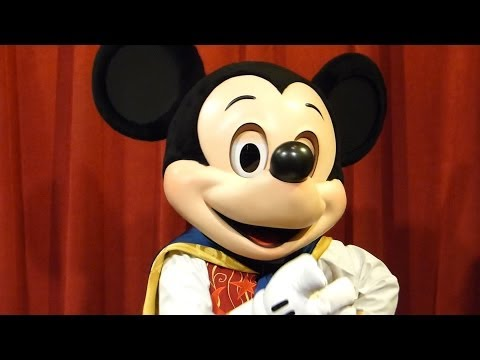 Playing a Card Trick with a TALKING Interactive Mickey Mouse - Disney World