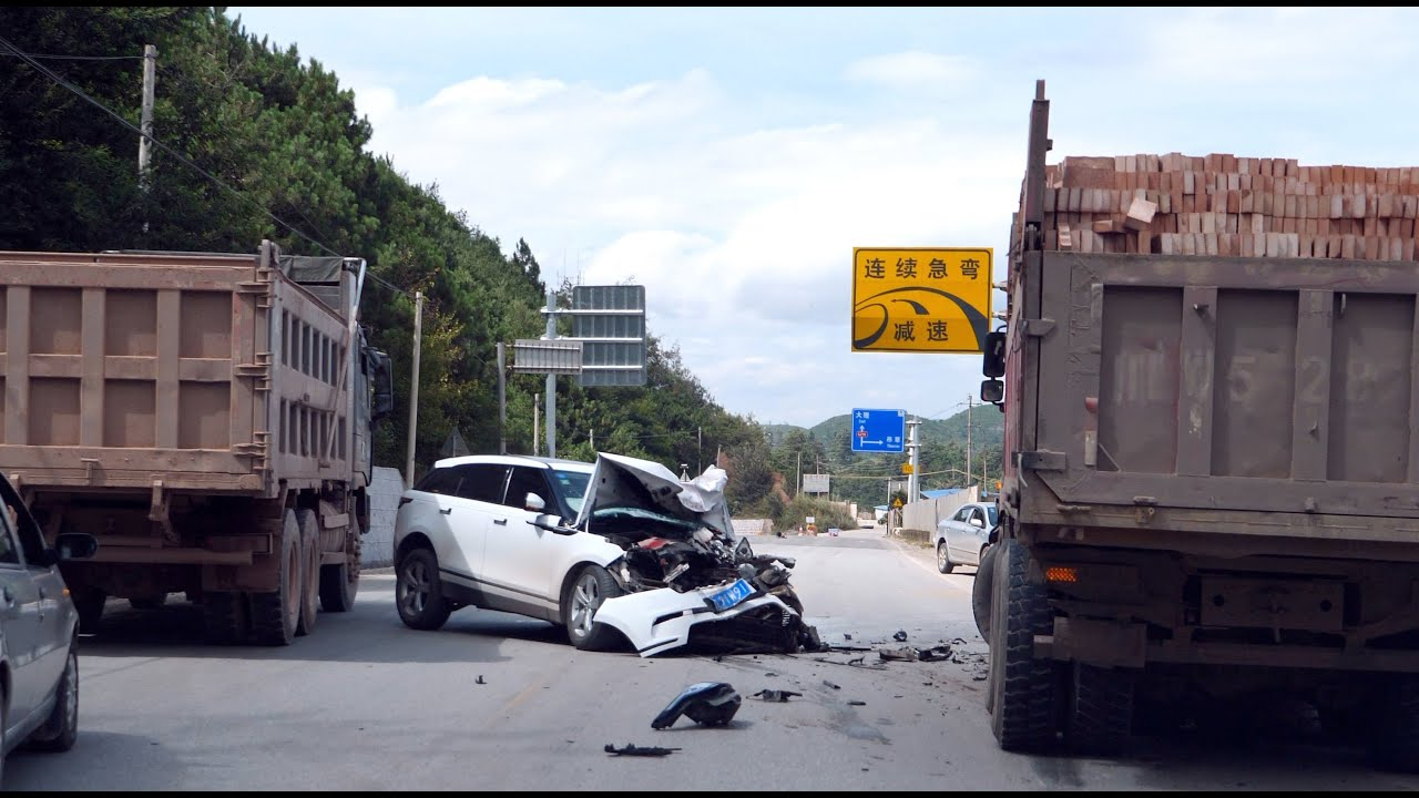 新手租车自驾出门就被罚,回程又遇严重车祸,惊心的警示教育