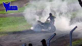 Moto pega fogo em evento!! 😱😱😱