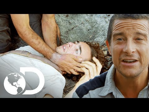 Participante se desmaya por el hambre | En la Isla con Bear Grylls | Discovery Latinoamérica