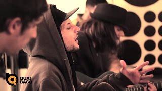 """Scarecrow interprète """"Medley à la Maison"""" pour Quai Baco (http://ww..."""