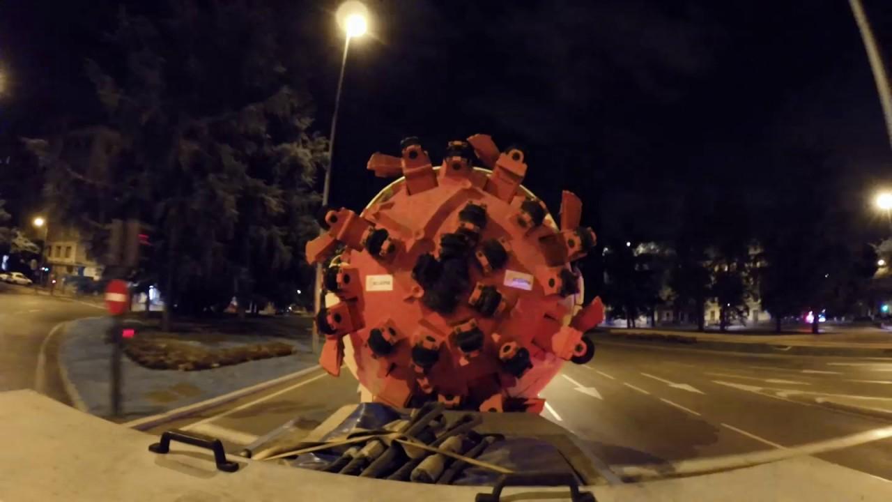 Una tuneladora... en la Puerta de Alcalá (Madrid, España)