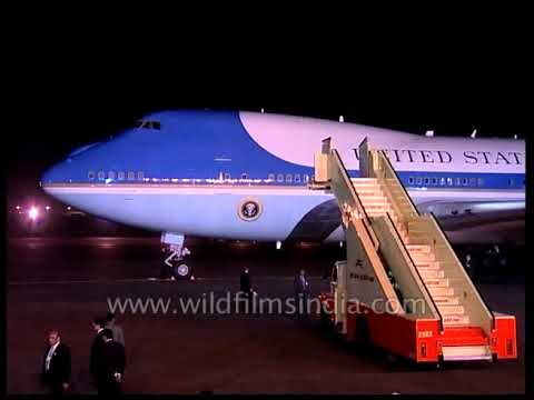 Download Air Force One lands in India with Bill Clinton POTUS