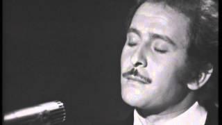 Domenico modugno, reduce dalla vittoria a sanremo nel 1966 con dio come ti amo, presentato in coppia gigliola cinquetti, propone il suo successo scala ...