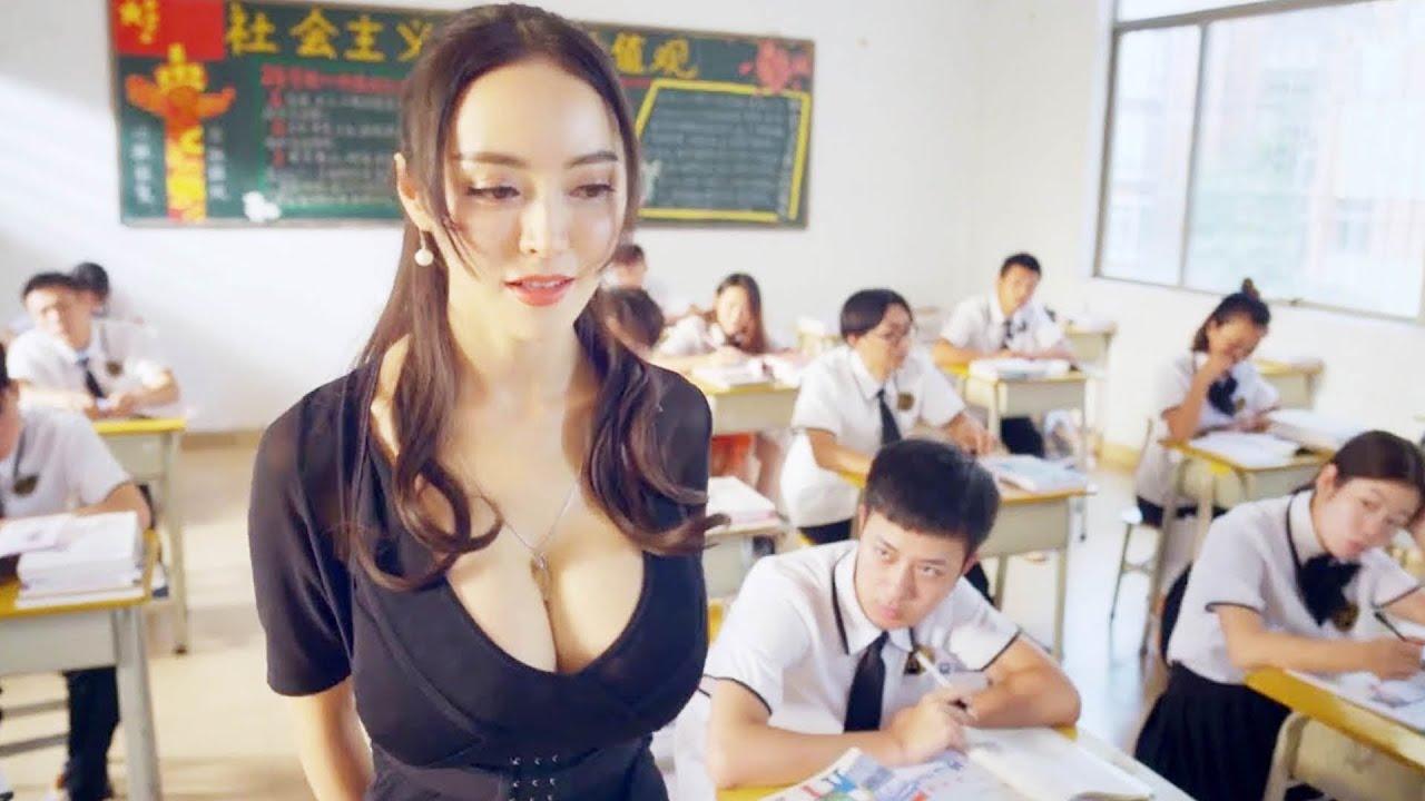 大胸老師太誘人,成了全班的幻想對象,小夥更是穿越時空,回到過去搞定老師!