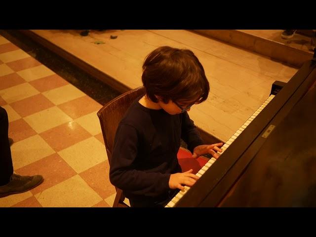 Joshi (7) performs Lightly Row