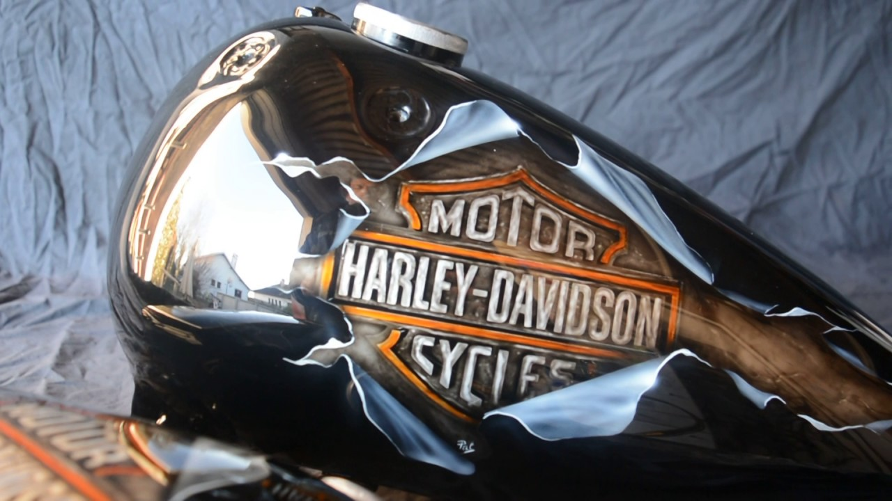 Airbrush aerographe sur motos casques pat deco youtube for Deco harley davidson