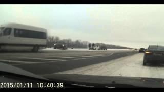 Помощь и взаимовыручка на дороге(Трасса М5 Автомобиль сдуло ветром с трассы, при скорости 80км/ч. Посчитано, что становилось 20 водителей., 2015-01-12T12:30:50.000Z)