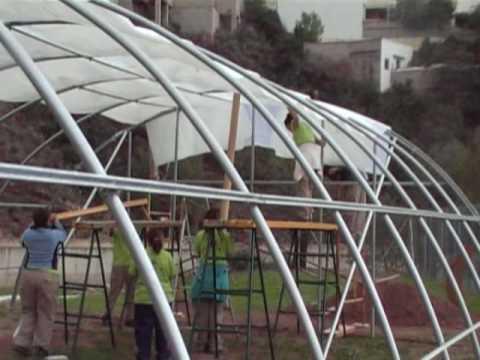 Montaje completo plastico invernadero youtube for Plantas para invernadero