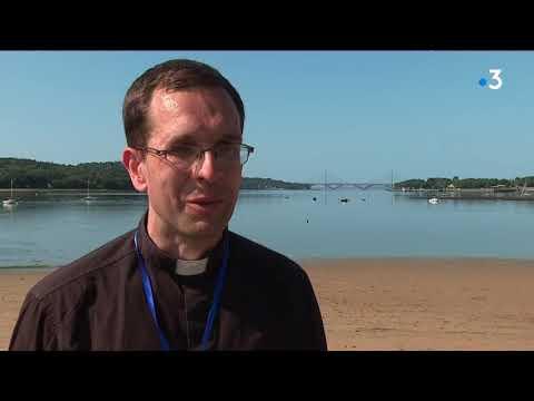 """""""En hent"""" : de la campagne à la mer, des adolescents en pèlerinage dans le Finistère"""