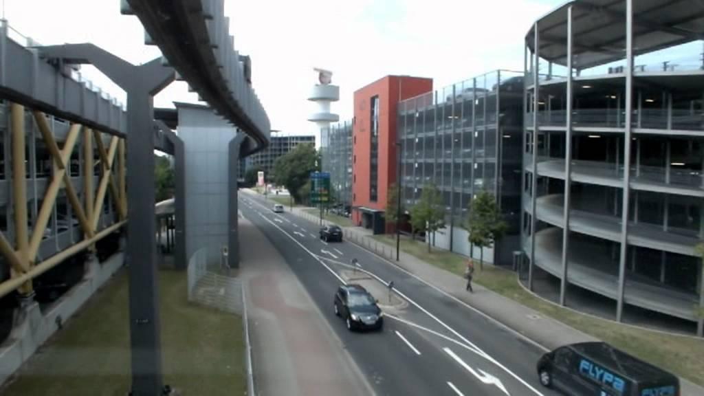 Mit Dem Skytrain Zum Flughafen Dusseldorf Youtube