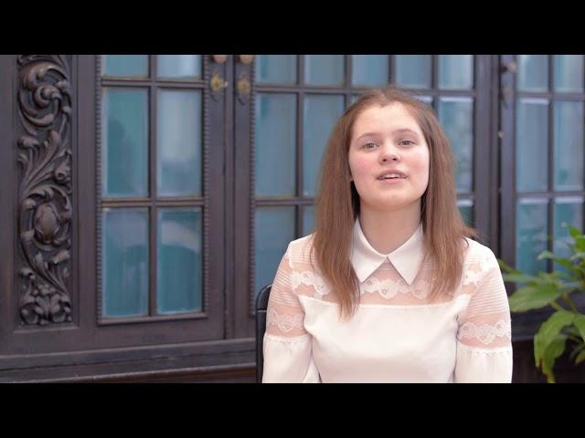 Изображение предпросмотра прочтения – ЛидияШирокова читает произведение «Она сидела наполу…» Ф.И.Тютчева