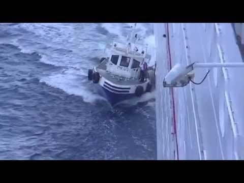 Maritime Pilot gets on ship while underway! Cool!!