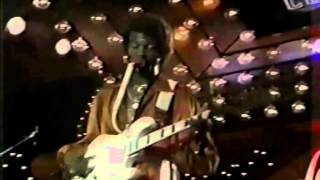 Larry Graham explains the origins of thumping, plucking, and Bass History