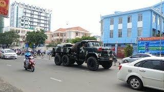 Hiếm: cảnh sát trật tự mở đường, Xe quân đội thi hành nhiệm vụ- Police and Military convoy in action