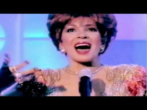 Shirley Bassey - GOLDFINGER / Diamonds Are Forever (1997 Live)