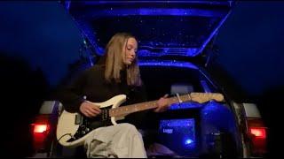 Смотреть клип Holly Humberstone - Vanilla