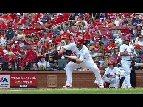 ARI@STL: Adams reaches first base on a bunt single