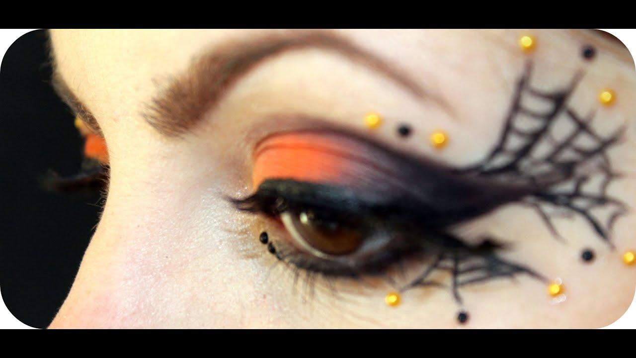 La pelle maschera intorno a occhi di rughe