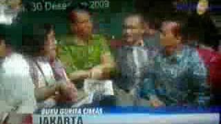 Repeat youtube video George Aditjondro pukul Ramadhan Pohan