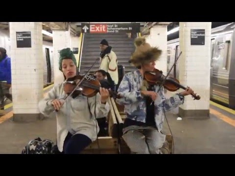 Amazing female classical violinist Charly and Margaux (chargaux) subway Brooklyn, NYC