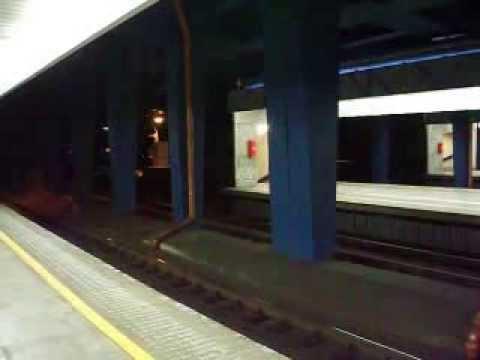 Kiev Express z Kijowa do Warszawy Zachodniej wjeżdża na Centralny