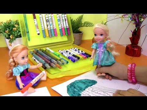 ELSA & ANNA toddlers have fun coloring and playing !