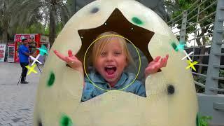 Alicia funda huevo de Dinosaurios en parque de Atracciones