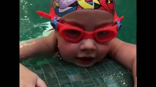 Новое видео детей Пугачевой и Галкина. Лиза плавает, а Гарри делает верстак с папой
