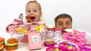 Nastya está haciendo buenas obras para que su papá le da dulces