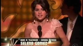 Selena Gomez Wins an ALMA AWARD the BEST TV ACTRESS!!