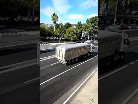 Más de un centenar de camioneros marchan desde As Pontes a A Coruña  en defensa del empleo