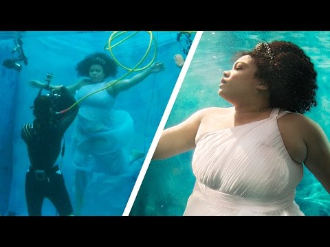 Women Try Underwater Modeling For The First Time