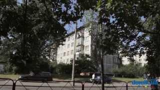 Дарницкий б-р, 19 Киев видео обзор(Дарницкий бульвар, 19. Панельная «хрущевка» 1964 года на пять этажей. В доме 6 подъездов. Входы в них в удовлетво..., 2014-09-21T12:49:33.000Z)