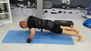 אימון שכיבות שמיכה בסטודיו EMS PLUS