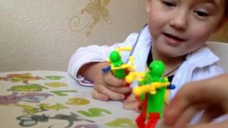 РОБОТЫ ИГРУШКИ TOY ROBOT  Роботы оживают и танцуют Видео для детей(РОБОТЫ ИГРУШКИ TOY ROBOT Роботы оживают и танцуют Видео для детей. Очень весёлые игрушки для детей. Два робота..., 2017-02-24T10:19:18.000Z)