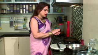 How To Make Triangular Paratha (griddle Fried Flat Bread) By Ananya Banerjee || Ananya-r Rannaghor