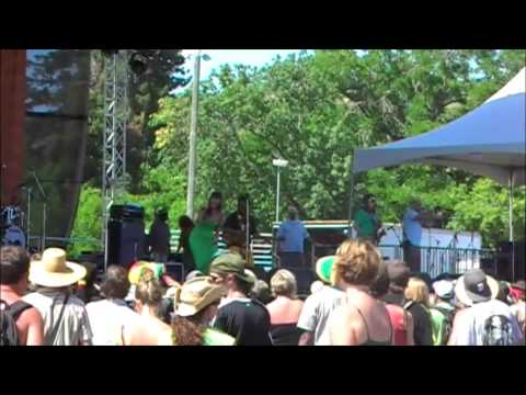 Paranoid Android (LIVE) by Easy Star All-Stars @ SNWMF 2009 - Boonville, CA
