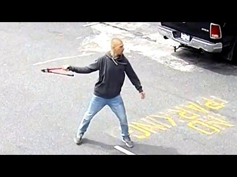 Maskless man attacks store employee in Burnaby, B.C.