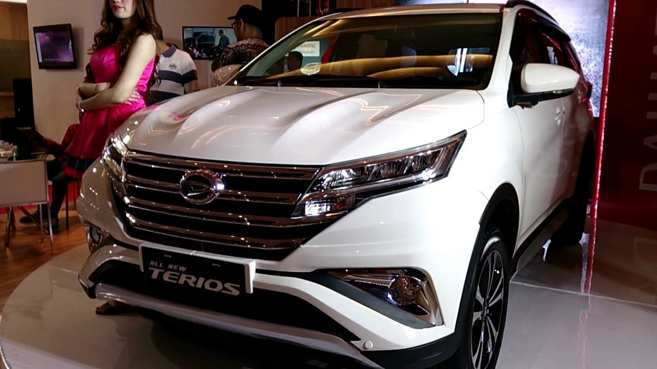 All New Rush 2018 Interior >> Melihat Lebih Dekat All New Terios R Deluxe 2018 - GIIAS Medan | CAMU - YouTube