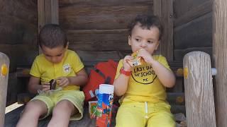 اطفال في الحديقة