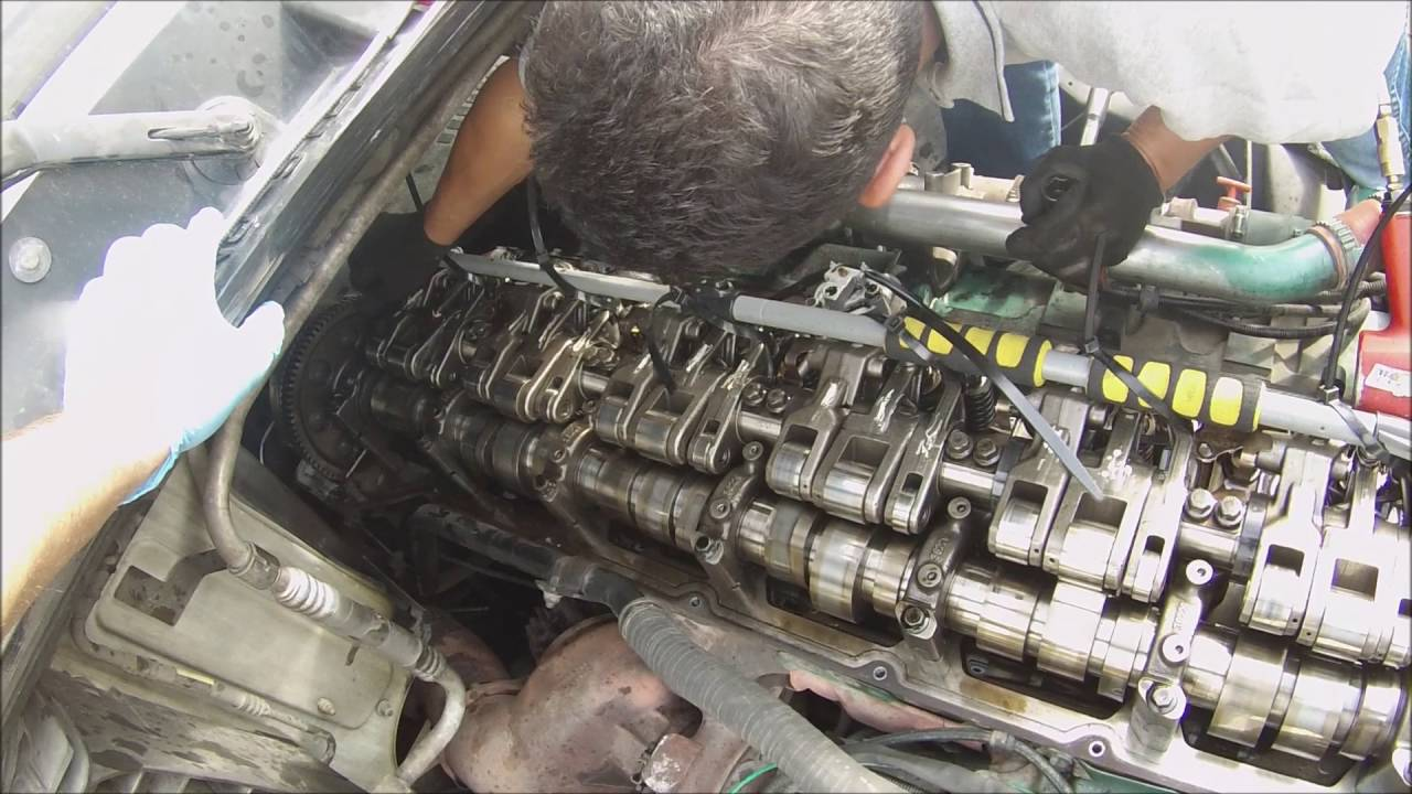 How to Replace an injector on a Semi-Truck. Volvo D16 Engine - YouTube